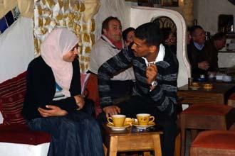 Pažintys Tuniso kavinėje-medine