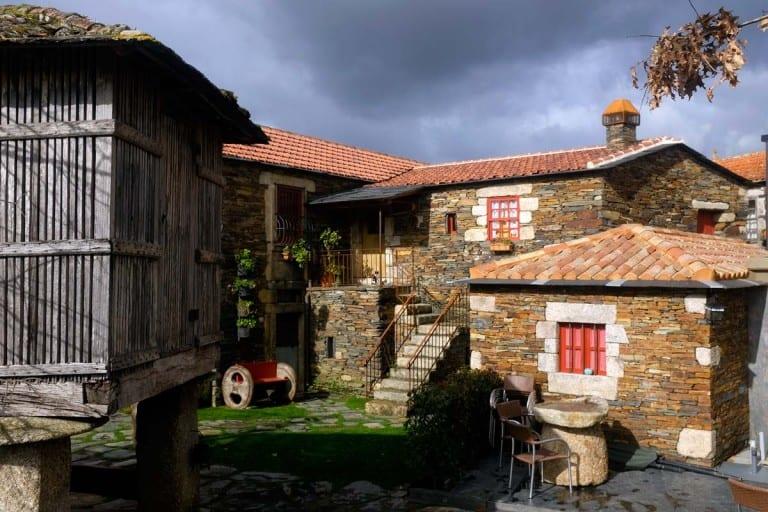 Belíssimo casario na aldeia preservada de Quintandona