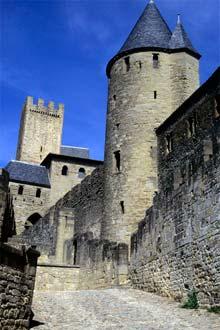 Towers í miðalda borginni Carcassone
