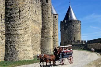Promenade meðfram veggjum Carcassonne