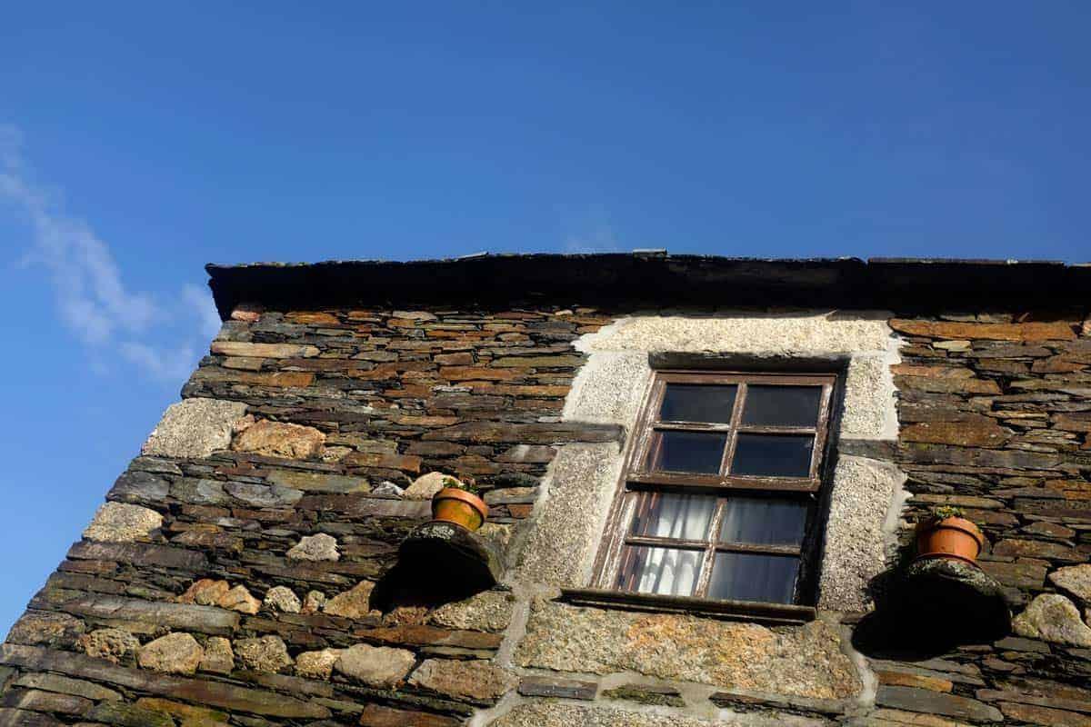 Pormenor de uma casa de xisto em Quintandona