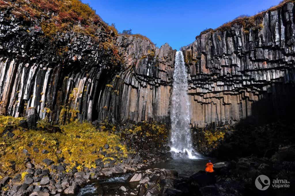 Castaca Svartifoss, Islândia
