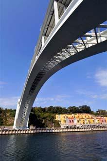 Ponte da Arrábida, unindo o Porto a Gaia