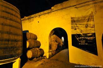 Interior das Caves de Vinho do Porto Ferreira