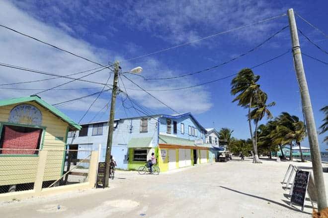 Front Street, rua principal de Caye Caulker