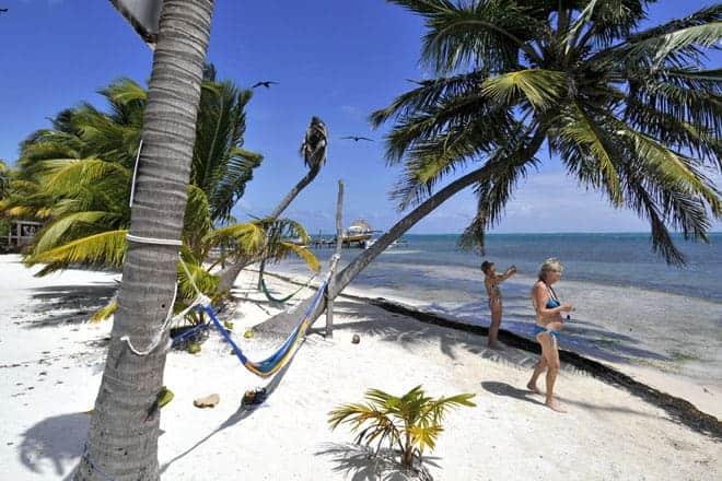 Turistas norte-americanos em Caye Caulker, Belize