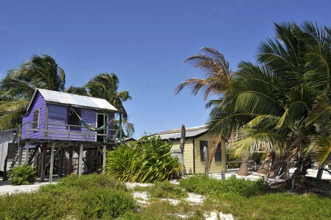 Os alojamentos mais baratos de Caye Caulker são simples cabanas de madeira