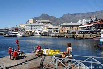 Vista sobre a aprazível Victoria e Alfred Waterfront - as magníficas docas da Cidade do Cabo