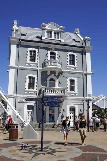 The Victoria & Alfred Waterfront er einn af mest heimsóttu svæði í Höfðaborg, sérstaklega um helgina