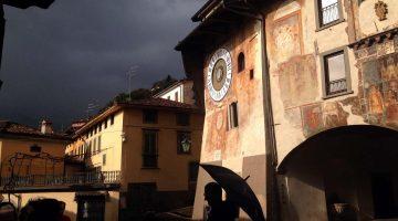 Clusone, charme medieval na Lombardia