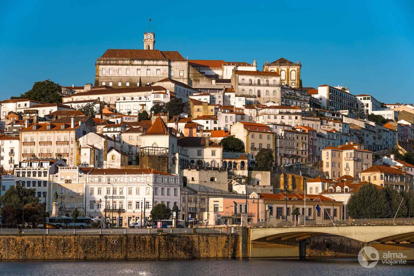 Alta de Coimbra vista do rio Mondego