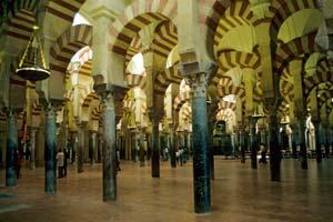 Interior de uma mesquita em Córdoba
