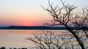 Covane, sorrisos à beira do lago