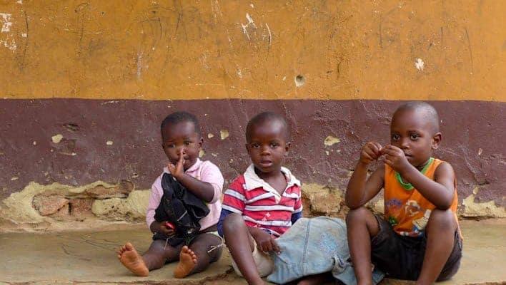 Crianças em Kampala, capital do Uganda