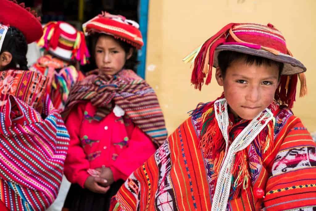 Crianças em Ollantaytambo, Peru