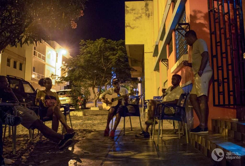 Vida noturna em São Vicente: Cuque