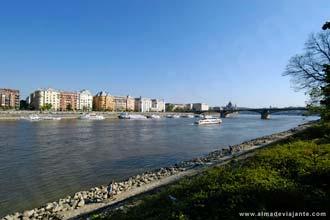 Pohľad na Budapešť z ostrova Margaret, s riekou Dunaj permeio