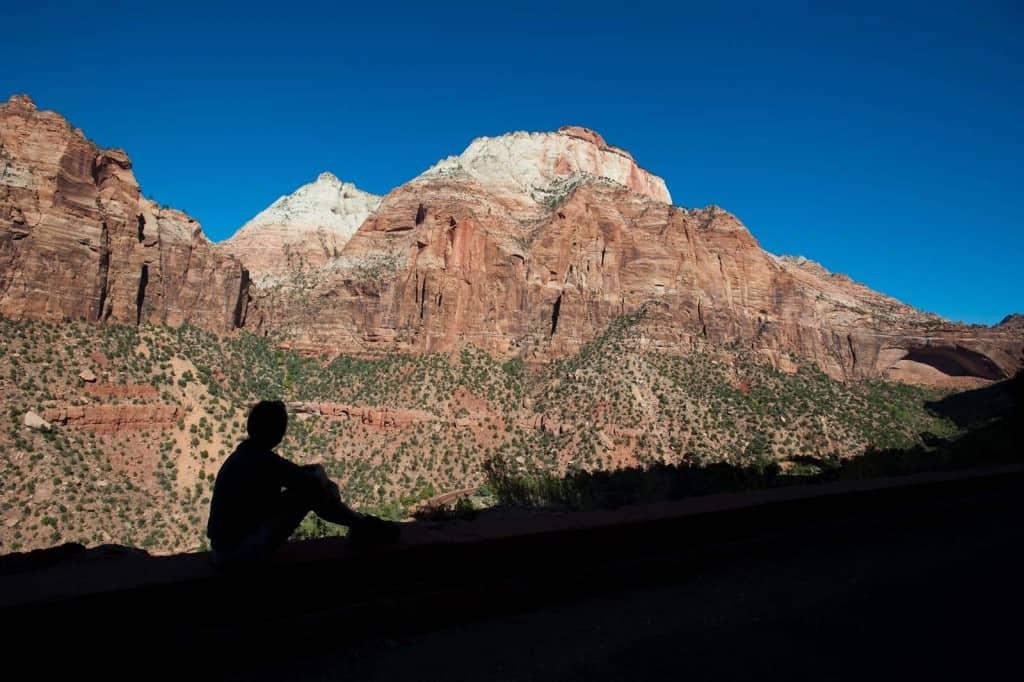 Momento de contemplação no Parque Nacional Zion, Utah