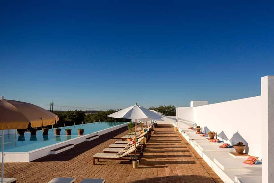 Piscina exterior Ecorkhotel Évora Suites & Spa
