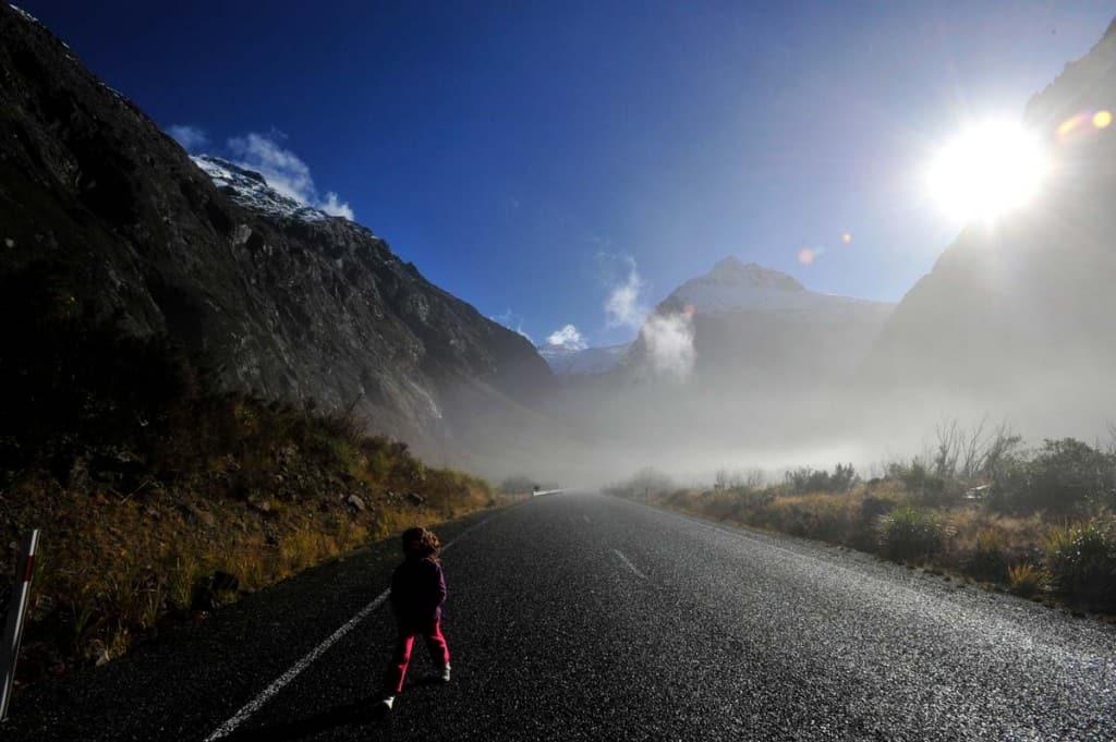 Estrada a caminho de Milford Sound