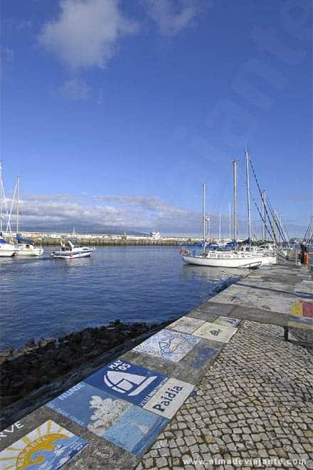 Marcas de velejadores que passaram pelos Açores, marina da Horta