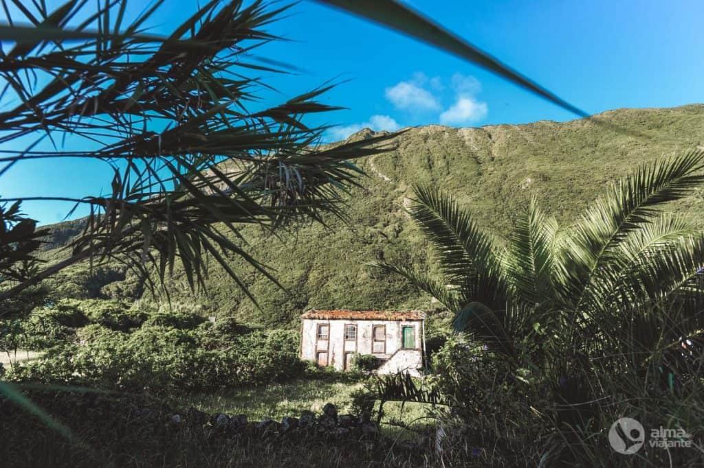Hus i Fajã da Caldeira de Santo Cristo