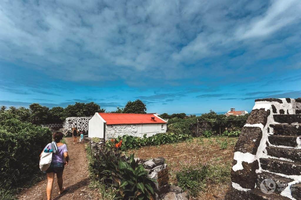 Turistas na Fajã de Santo Cristo
