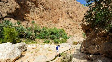 Turister på Wadi Shab trek