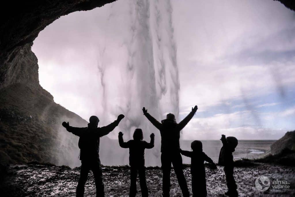 Islandes skaistākie ūdenskritumi: Seljalandsfoss