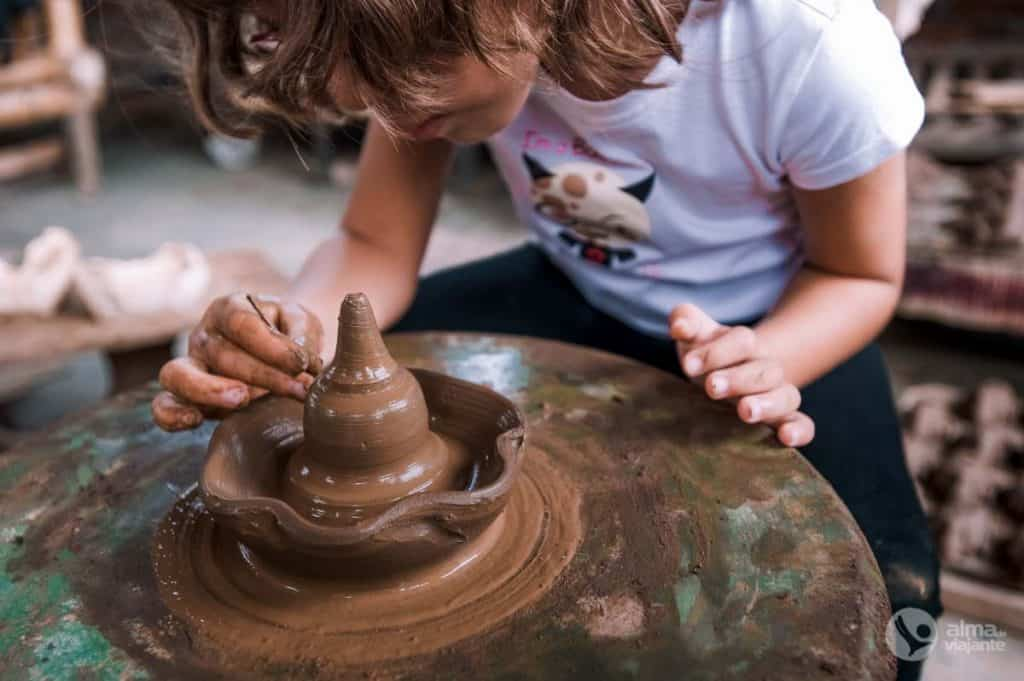 Fazer cerâmica em Borobudur