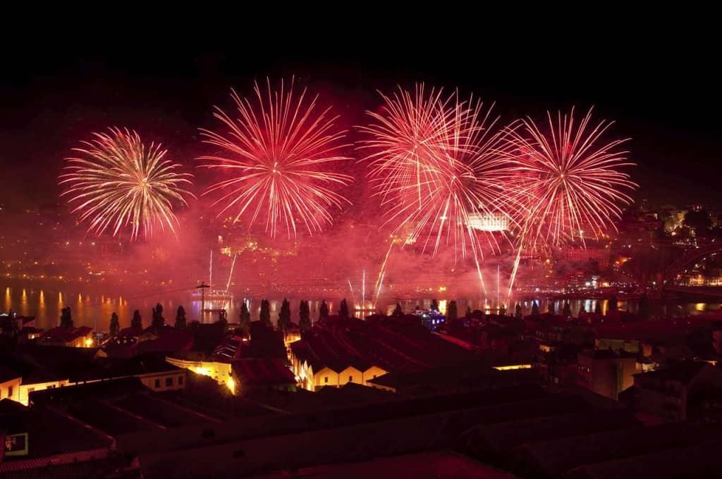 Fogo-de-artifício no São João do Porto