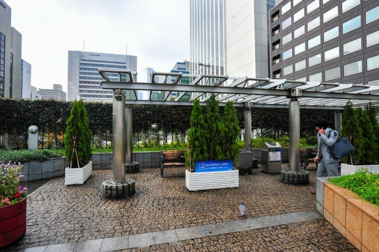 Área para fumadores em Ginza, Tóquio