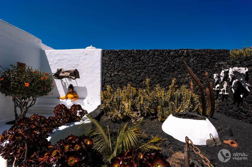 Tourist to visit the House of the Volcano