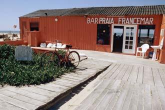 Bar de praia no litoral de Gaia