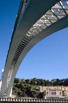 Ponte da Arrábida, unindo Porto e Gaia