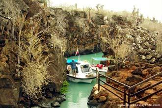 Passeio de barco entre ilhas do arquipélago das Galápagos