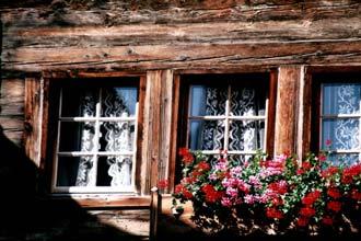 Fachada de uma tradicional casa alpina