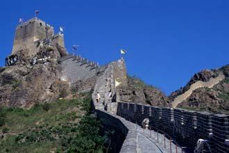 A Grande Muralha da China nos montes de Shanhaiguan