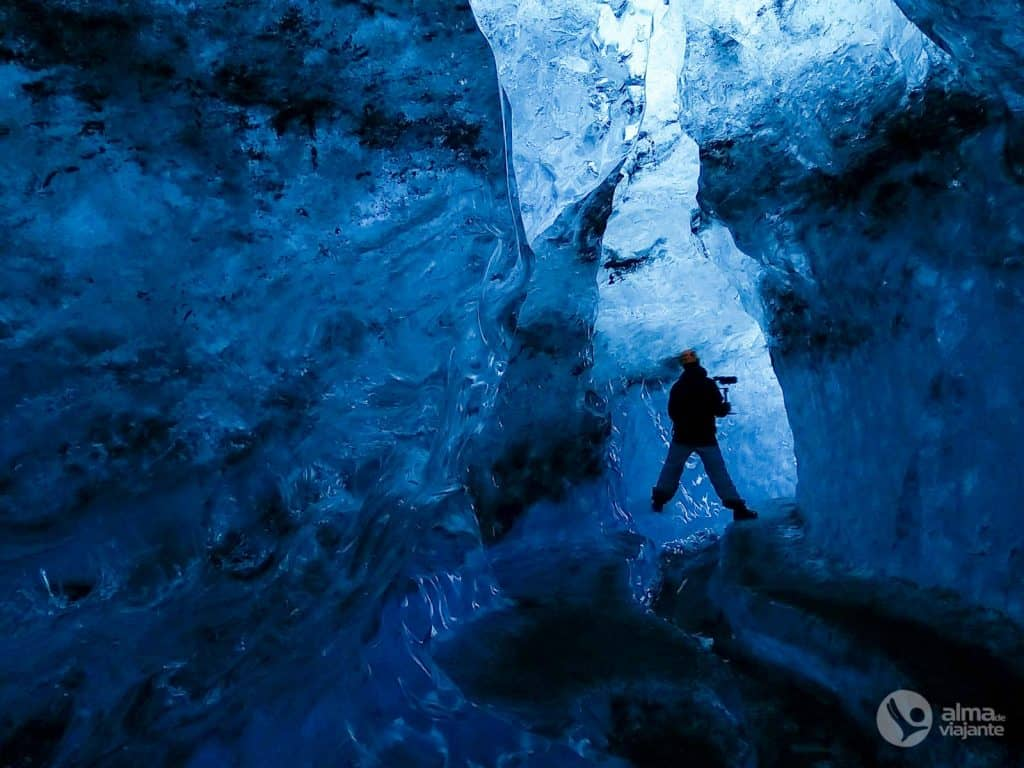 在Breidamerkajökull冰川,冰岛的冰洞