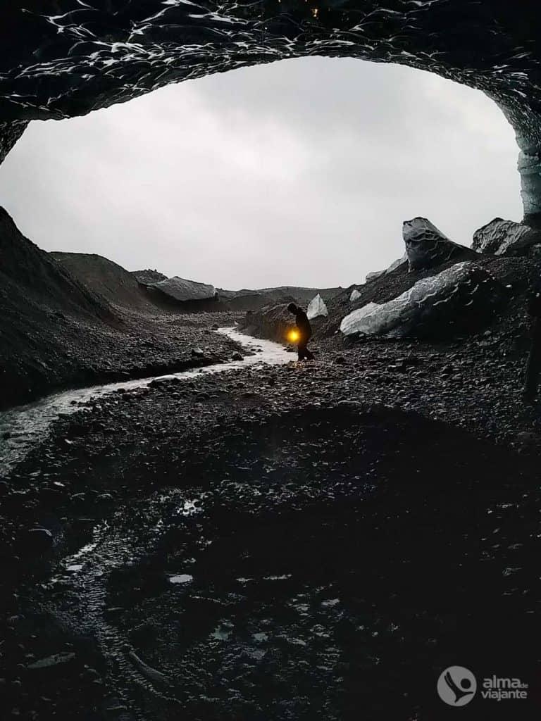 Gruta de gelo preto, Islândia