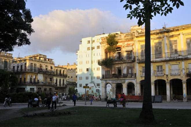 Entardecer numa praceta de Havana Velha