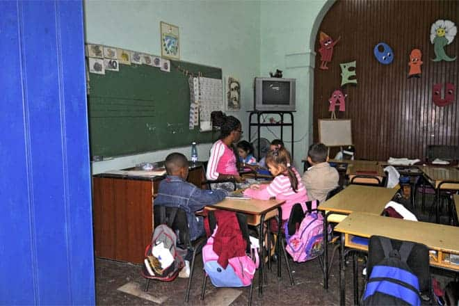 Escola primária no centro de Havana