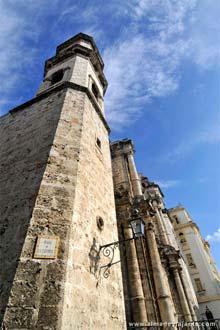 Plaza de la Catedral, í sögulegu miðju Havana, Kúbu