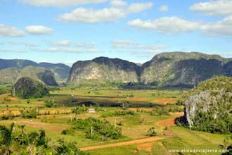 Vista do vale de Vinãles e seus mogotes a partir do hotel Los Jasmines
