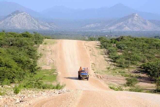 Estrada entre Opuwo e as cataratas de Epupa, localizadas na fronteira da Namíbia com o Sul de Angola