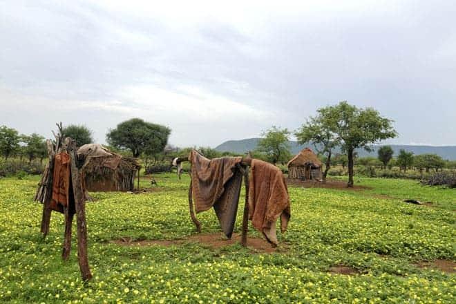 Vista de um pequeno aglomerado Himba