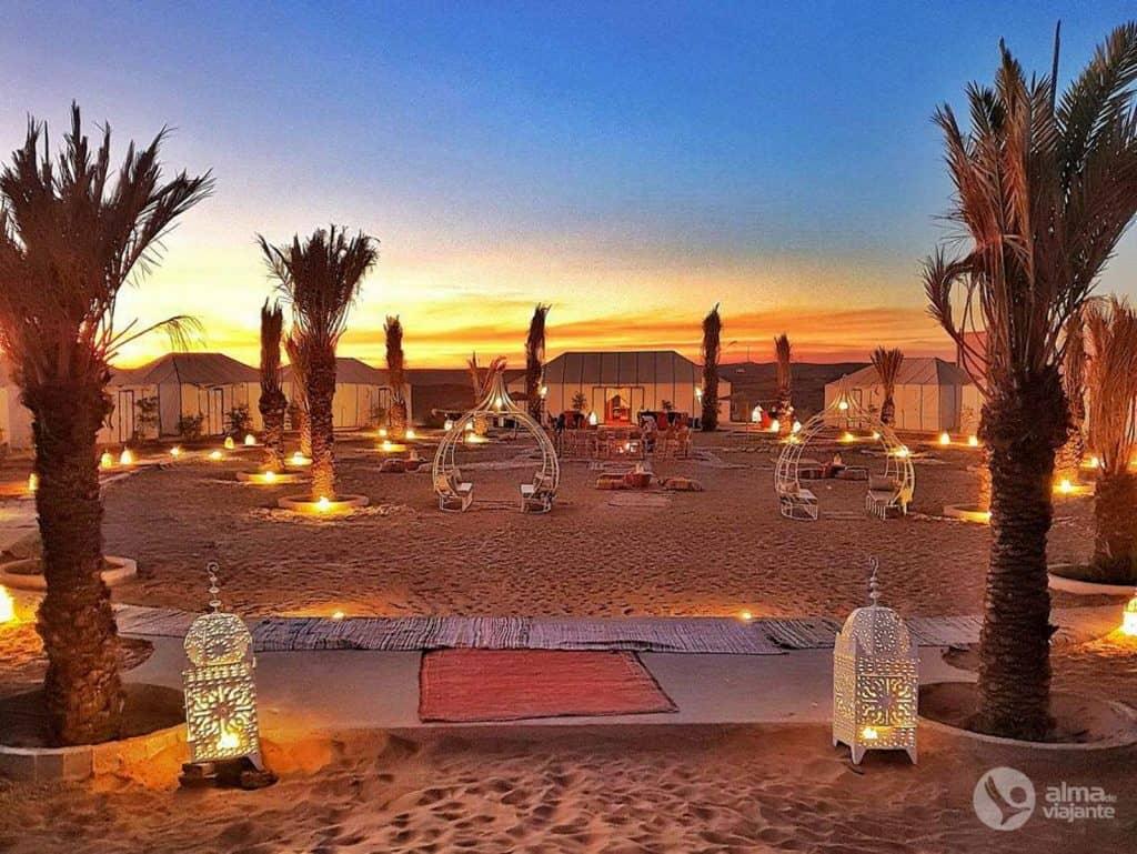 Viagem de grupo a Marrocos: acampamento de luxo