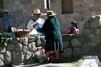 Vendedoras na praça central de Humahuaca