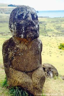 Moai sentado, ilha de Páscoa, Chile