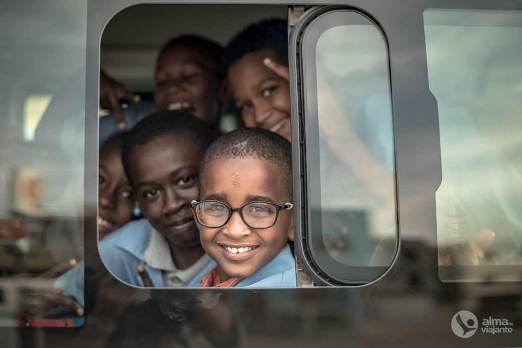 Crianças na cidade da Praia, Cabo Verde